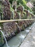 Fontaine unico del CASTELLO di ROMA PRIMA DI PIOGGIA immagine stock