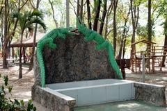 Fontaine vide d'alligator photographie stock libre de droits