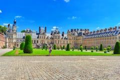 FONTAINEBLEAU, FRANÇA - 9 DE JULHO DE 2016: Residência suburbana de t Fotos de Stock Royalty Free