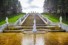 Fontaines antiques dans Peterhof Image libre de droits