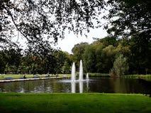 Fontaines artésiennes décoratives image libre de droits