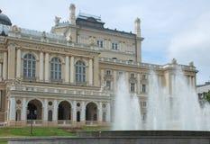 Fontaines avant théâtre d'opéra Photos libres de droits
