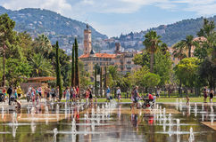 Fontaines chez Promenade du Paillon à Nice, Frances Images libres de droits