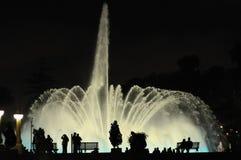 Fontaines colorées de nuit en Lima Peru image stock