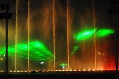 Fontaines colorées de nuit en Lima Peru photos stock