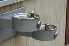 Fontaines d'eau un jour chaud d'été Images stock