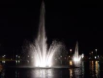 Fontaines dans la ville images stock