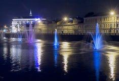 Fontaines dans le fleuve Photos libres de droits