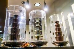 Fontaines de fonte de chocolat photo stock