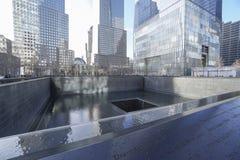 9-11 fontaines de mémorial au point zéro - World Trade Center MANHATTAN - NEW YORK - 1er avril 2017 Photographie stock