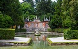 Fontaines de tour au palais de Hellbrunn photos stock