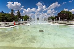 Fontaines devant le palais national de la culture à Sofia, Bulgarie Images stock