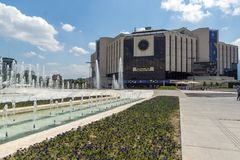 Fontaines devant le palais national de la culture à Sofia, Bulgarie Photographie stock libre de droits