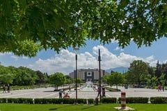 Fontaines devant le palais national de la culture à Sofia, Bulgarie Photographie stock