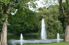 Fontaines en parc image libre de droits
