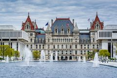 Fontaines et l'ext?rieur du capitol de l'?tat de New-York, ? Albany, New York photo libre de droits