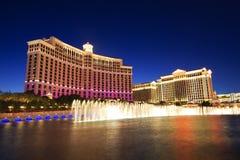 Fontaines musicales de danse de l'hôtel de Bellagio sur le Caesars Palace photographie stock libre de droits