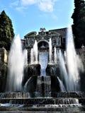 Fontaines principales de ` Este de la villa d dans Tivoli photographie stock libre de droits