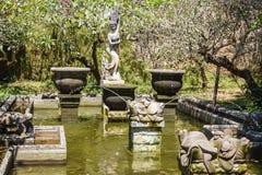 Fontana al parco di Garuda Wisnu Kencana, isola di Bali fotografie stock libere da diritti