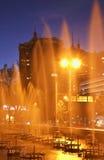 Fontana a Almaty sera kazakhstan Fotografie Stock Libere da Diritti
