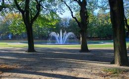 Fontana in autunno Immagini Stock Libere da Diritti