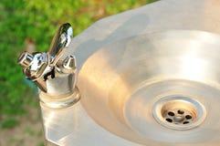 Fontana bevente dell'acqua del rubinetto Fotografia Stock Libera da Diritti