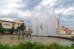 Fontana cinetica situata nel quadrato centrale di Resita, Romani Immagini Stock