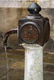 Fontana con acqua potabile Fotografie Stock Libere da Diritti