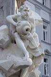 Fontana con i pezzi antichi Immagini Stock