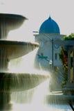 Fontana con la torre di orologio Fotografie Stock Libere da Diritti