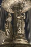 Fontana con le statue fotografia stock libera da diritti