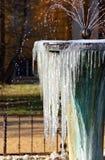 Fontana congelata che spruzza acqua Immagine Stock