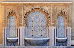 Fontana decorata con le tessere a Rabat, Marocco fotografia stock libera da diritti