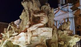 Fontana dei Quattro Fiumi,罗马喷泉在晚上 免版税图库摄影
