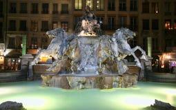 Fontana del cavallo di Lione alla notte Fotografie Stock Libere da Diritti