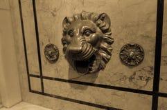 Fontana del leone sulla parete alla biblioteca pubblica di New York, Immagine Stock Libera da Diritti