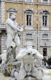 Fontana del Moro en la plaza Navona, cuadrado famoso llenó de las fuentes en el corazón de Roma, capital de Italia Burbujas de ja imágenes de archivo libres de regalías