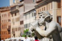 Fontana del Moro in Piazza Navona Mooie oude vensters in Rome (Italië) stock foto's