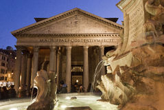 Fontana del Pantheon和寺庙在罗马 免版税库存图片