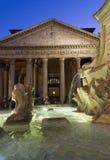 Fontana del Pantheon和寺庙在罗马 库存图片
