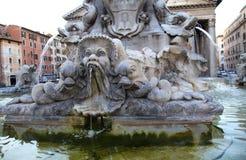 Fontana del Pantheon在罗马,意大利 免版税库存图片