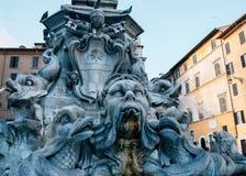 Fontana del Pantheon en el della Rotonda de la plaza en Roma, Italia fotografía de archivo