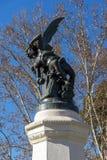 Fontana dell'angelo caduto nel parco di Retiro in città di Madrid, Spagna Fotografia Stock