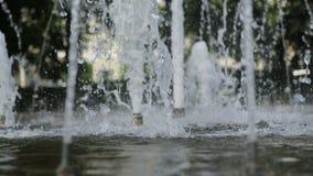 Fontana della città nel parco stock footage