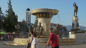 Fontana delle madri a Skopje video d archivio