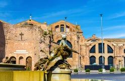 Fontana delle Naiadi和圣玛丽亚degli Angeli e dei Martiri大教堂在罗马 免版税库存照片