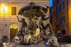 Fontana delle Tartarughe在晚上 库存照片