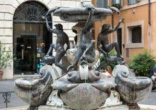 Fontana-delle Tartarughe, der Schildkröten-Brunnen im Marktplatz Mattei Rom, Lizenzfreie Stockfotos