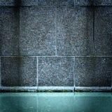 Fontana di acqua blu e della parete di pietra Immagine Stock Libera da Diritti