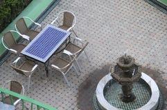 Fontana di acqua e del patio Fotografia Stock Libera da Diritti